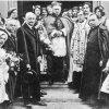 Przed polskim kościołem w Londynie z okazji jego poświęcenia - 1930.